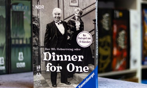 TEST // DINNER FOR ONE